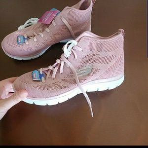 skwchers sport shoes